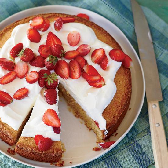 almond cake strawberries
