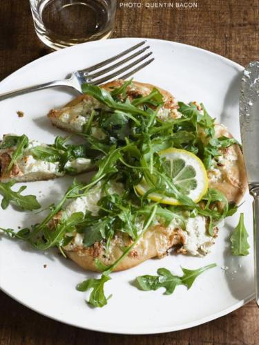 white pizza arugula